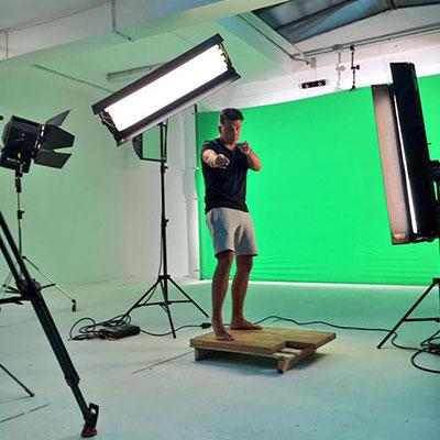Jan Smit is druk bezig met de opname van de officiele videoclip van zijn nieuwe single Jij Laat Mij Niet Slapen, die de 20e uitkomt.